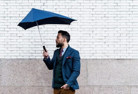 paraguas en equipaje de mano en avion